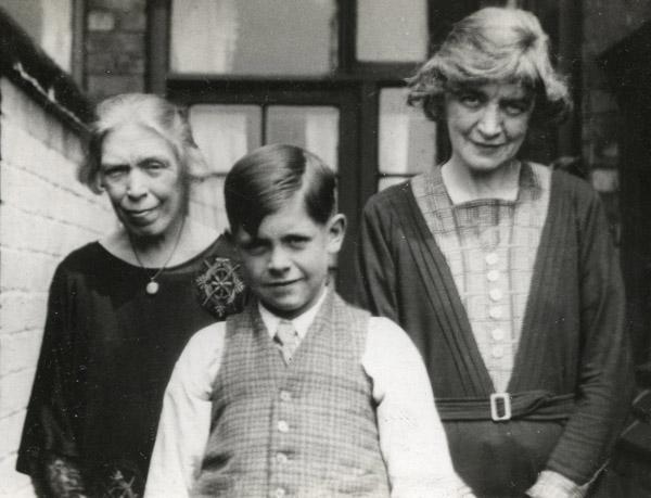 Agnes, Alice & Jim whitsun 1935_600
