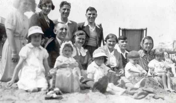 Nana & Gdad Davies Margate 1938 600