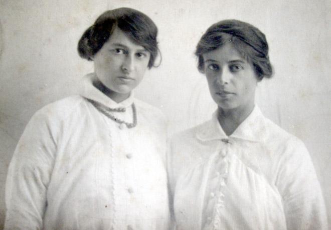 Winnifred & Nellie Goddard